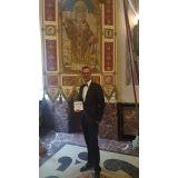Peter Gladel è Best Man Dressed