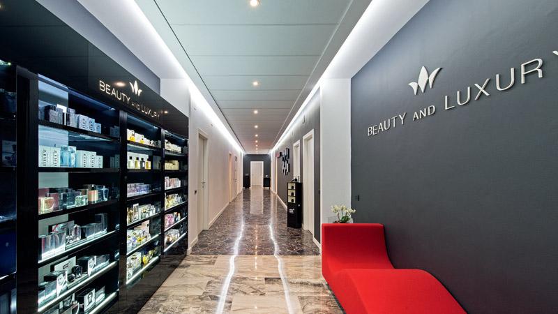 Ingresso della prestigiosa sede di Beauty and Luxury nel cuore di Milano.