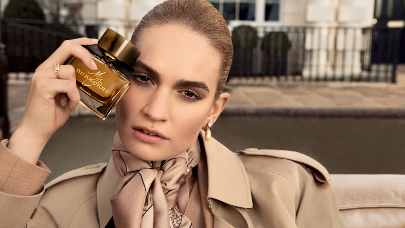 My Burberry, la nuova campagna con Lily James